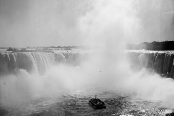 maid-of-the-mist-at-horseshoe-falls