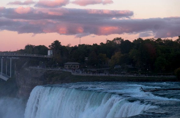 sunset-niagara-falls