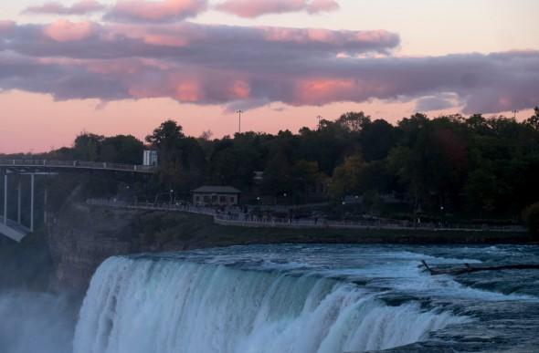 sunset-niagara-falls